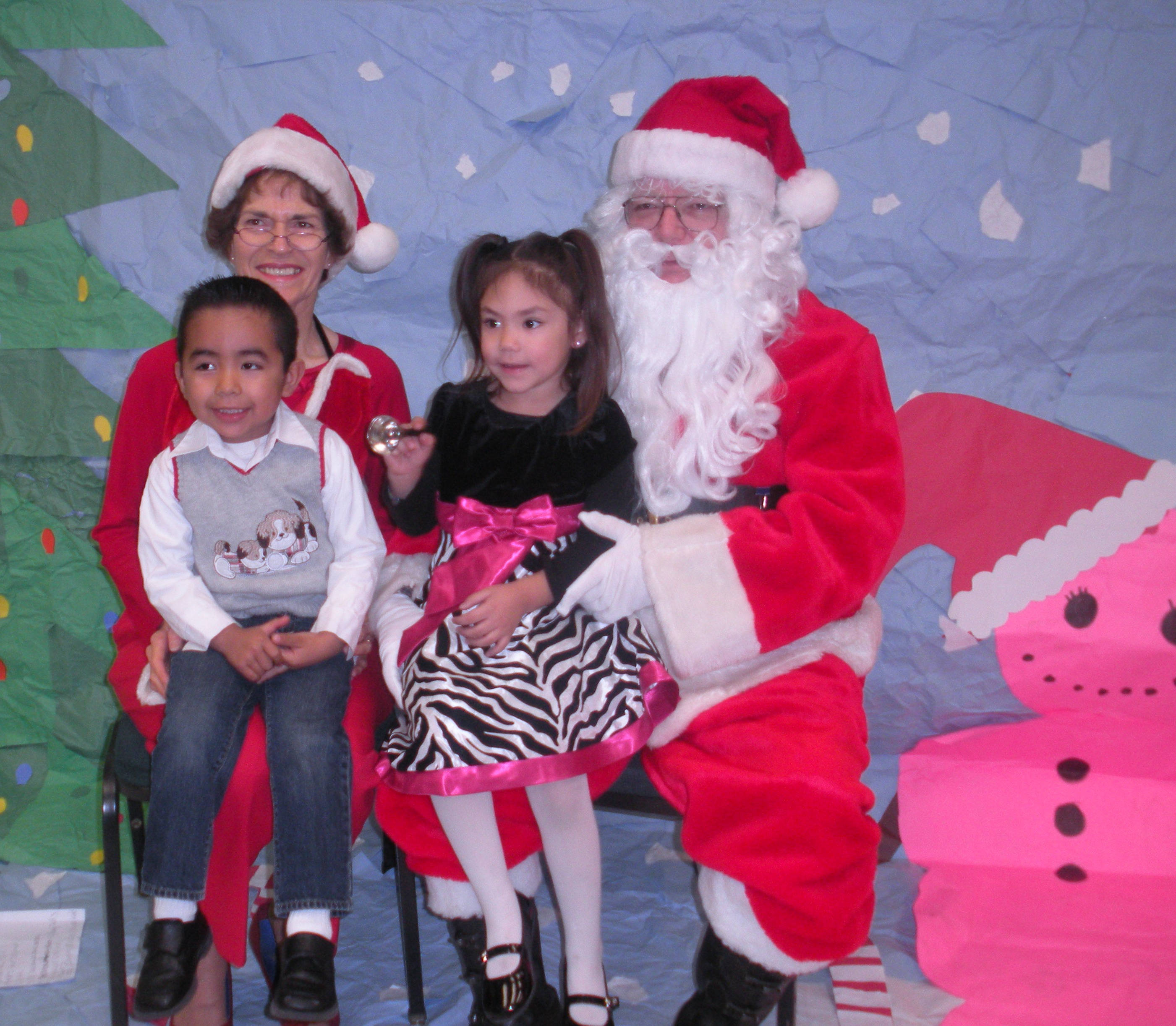 aa Some Little ones with Santa and Mrs Clause  (12).JPG