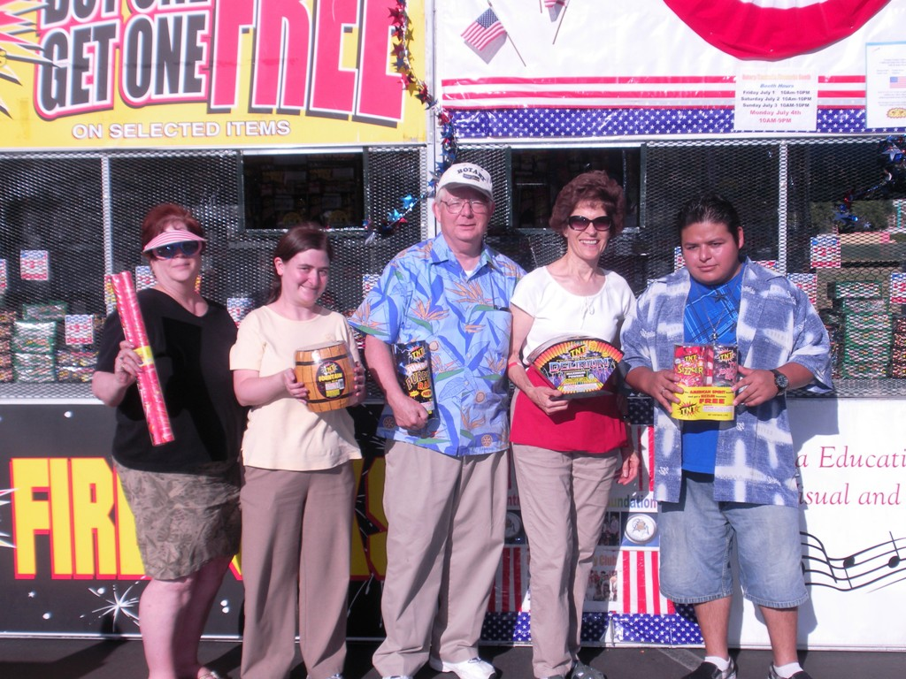 Cynthia Thacker, Carrie, Dennis & Chris Salts, Ernesto Robles.JPG