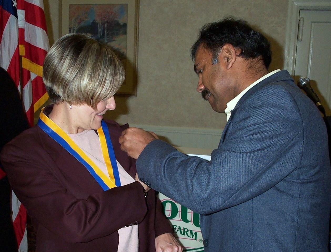 Web Shailesh Gives Pin to Shailesh Shah pins Citizen of the year Donna Miller 003.JPG
