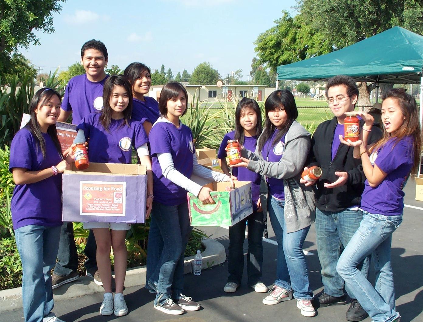 Savanna Interact Scouting for food 2007.JPG