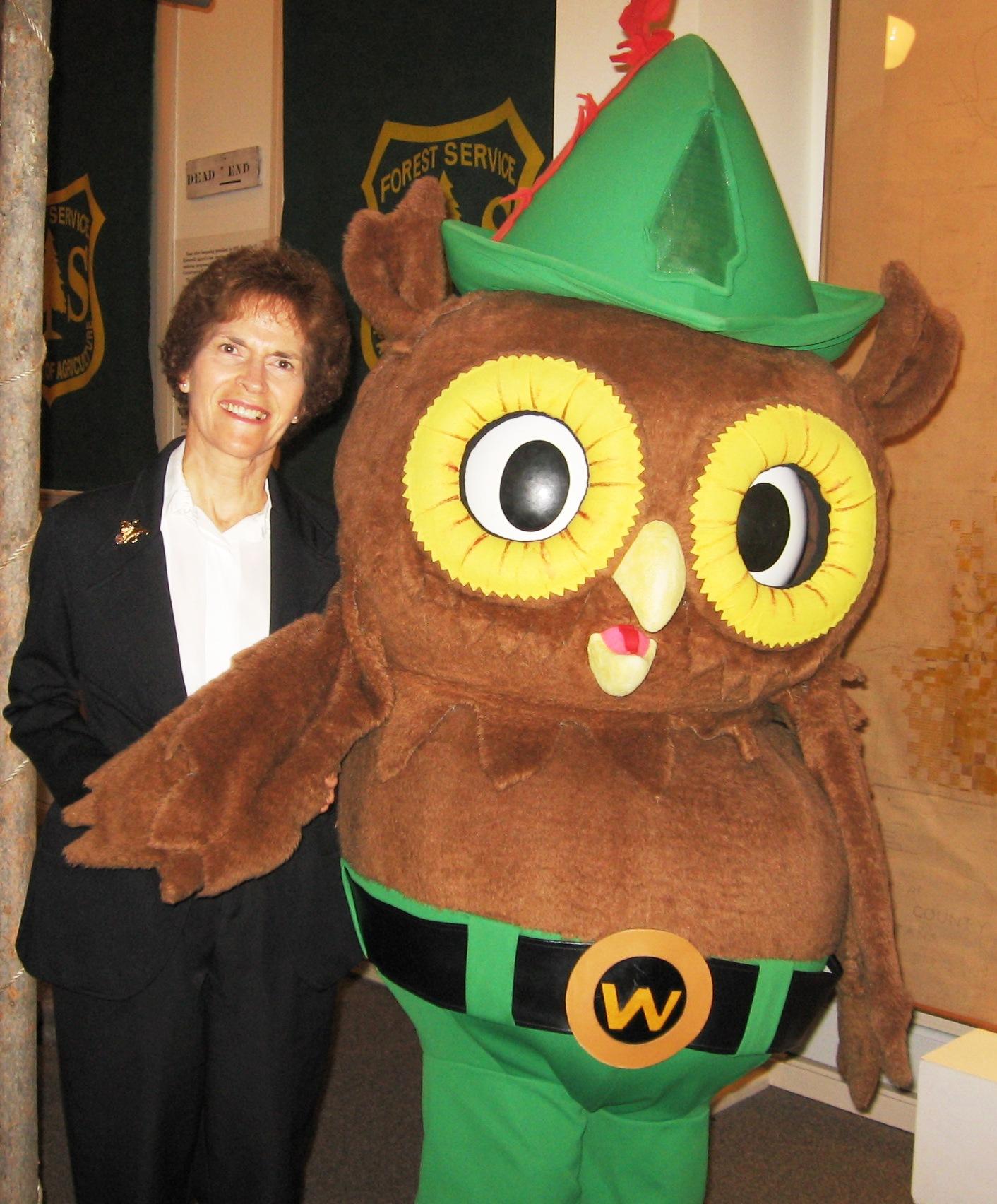 10.2.08  Owl & Chris Kalispell Museum  014 (3).jpg